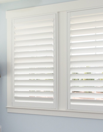 White plantation shutters with hidden tilt rods in Fort Myers